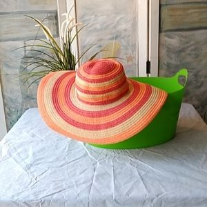 Woman's Columbia Sun and Beach Hat